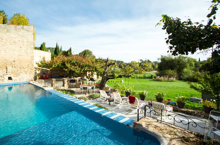 Bergerie paradisiaque with swimming pool