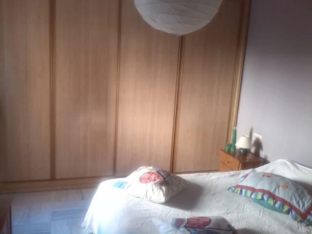Dos habitaciones idividuales - castilleja de guzman - Dağ Evi