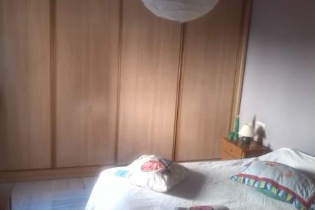 Dos habitaciones idividuales - castilleja de guzman - Chalé
