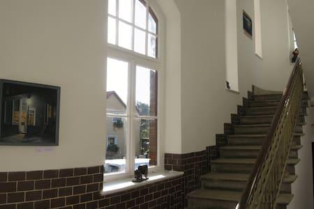 Großes Gästezimmer im Bahnhof - Am Mellensee OT Sperenberg - Bed & Breakfast