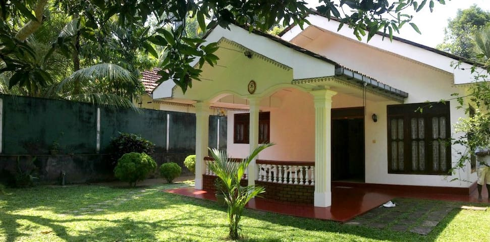 Cozy Comfortable Tidy house - Hikkaduwa