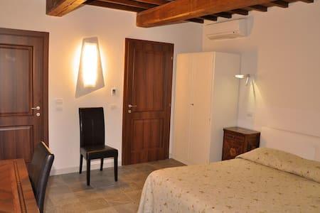 IL FONDACO ROOM (centro storico) - Todi