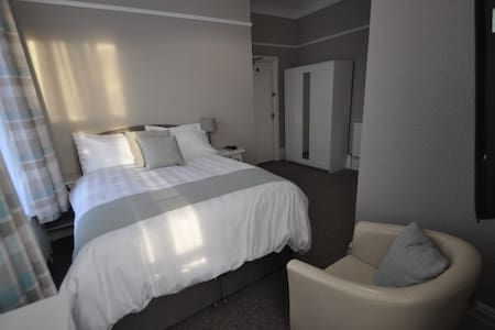 Room 7 PURE Serviced Accommodation - Hull