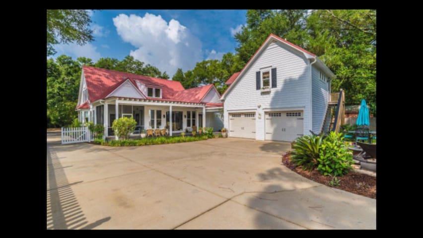 Heights House- Fairhope near beautiful Mobile Bay!