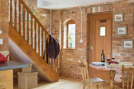 The Hayloft Cottage hot tub & pool - Warwickshire