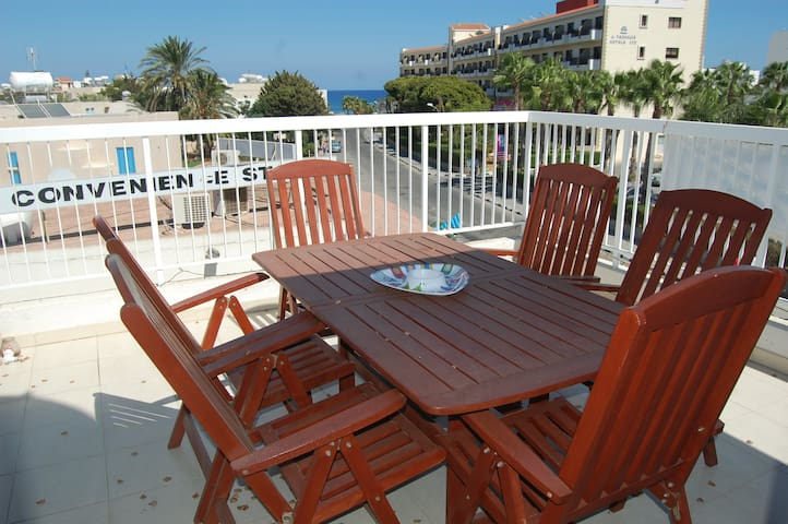 BLUAPT33 3 Bed Apt 200m from Beach - Pernera