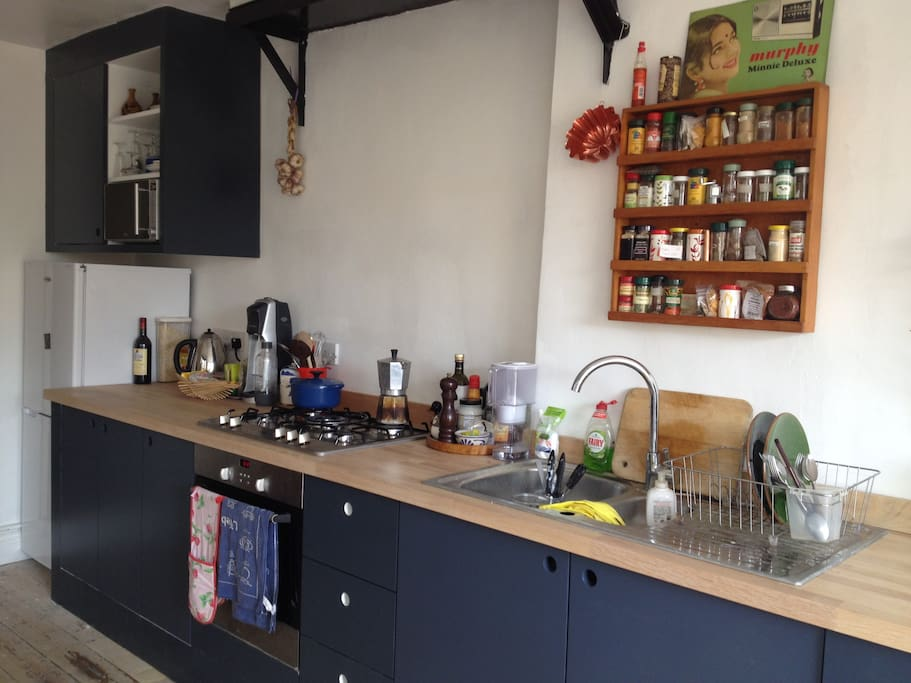 Bespoke, newly fitted kitchen with gas stove, microwave, soda stream and ice cream maker!