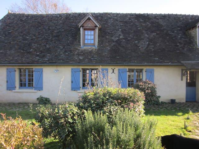 Chambre dans maison à la campagne