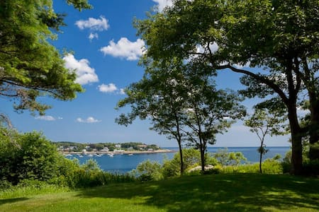 Beautiful Waterfront Home - Manchester by the sea
