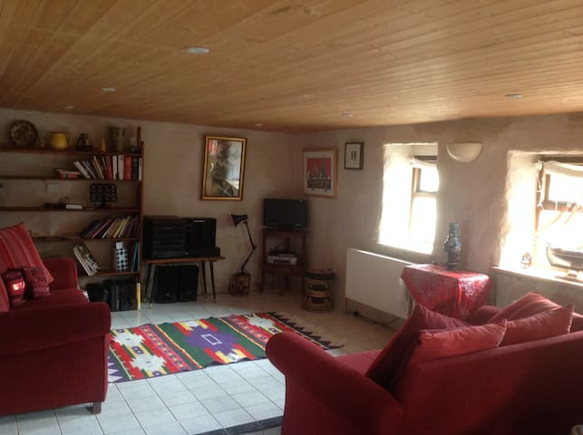 Rainbows End Cottage near Galway  - Ballynahown - Дом
