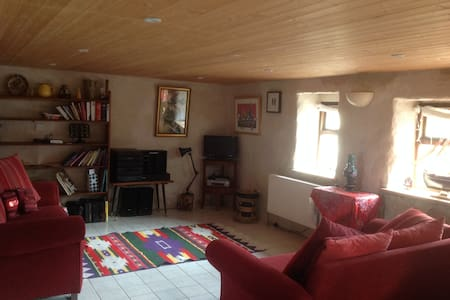 Rainbows End Cottage near Galway  - Ballynahown - Casa
