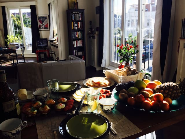 Colours, life and breakfast too - Schaerbeek - House