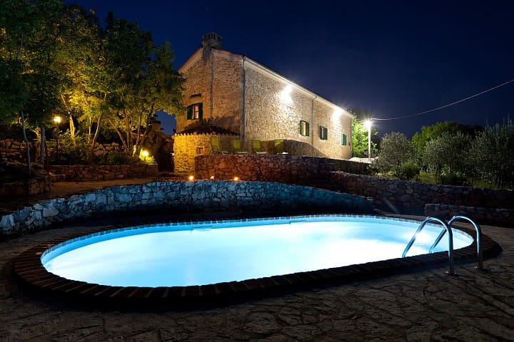 a stonehouse with the pool - Gostinjac, Dobrinj - Vila