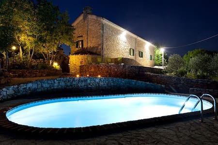a stonehouse with the pool - Gostinjac, Dobrinj