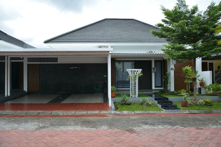 Audy's House 3 Jl. Godean Km. 7