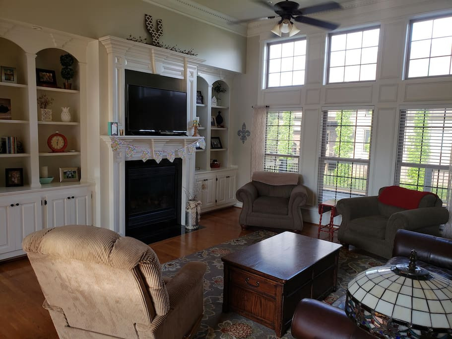 Upstairs Family Room with Cable TV and Netflix
