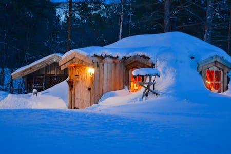Unik Hobbit Cabin - Hol - Maan sisään rakennettu talo