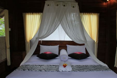 Tepi Sungai - Wooden Room - Bed & Breakfast