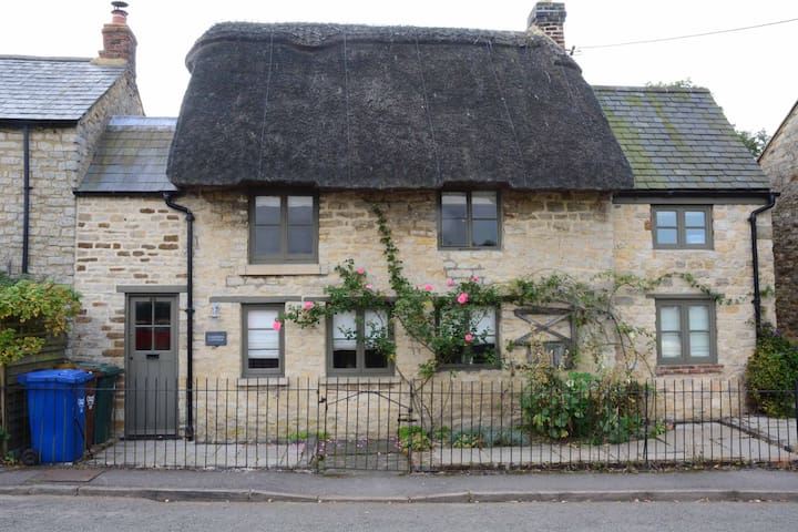 Picturesque Thatched Cottage - Lower Heyford - Hus