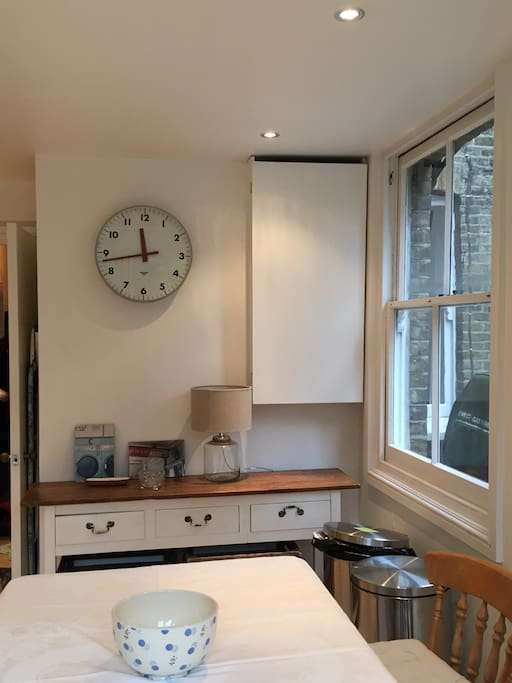 Eat-in kitchen with oven, hob and microwave available