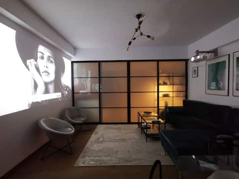 Central Apartment with Home CINEMA & WORK Space