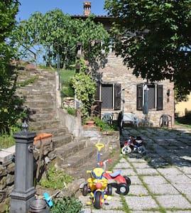 Casetta in sasso immersa nel verde - Savigno - Rumah