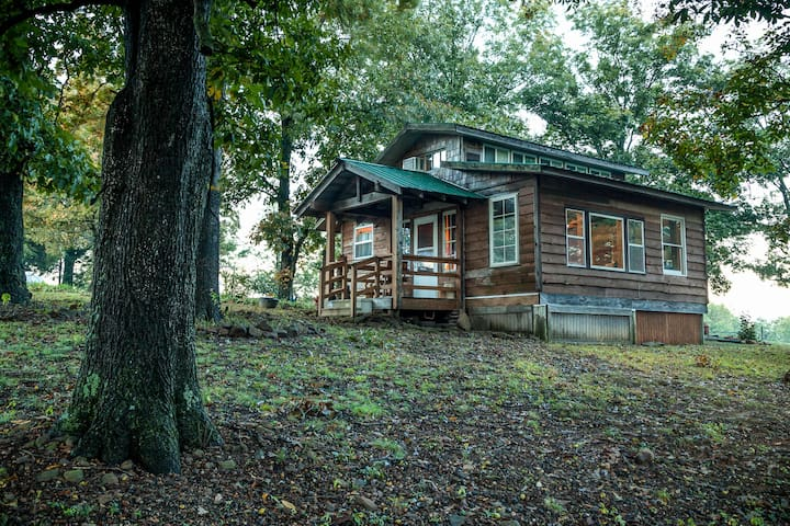 Cozy Ozark Cabin near Fayetteville-views - Фрэйетвилль