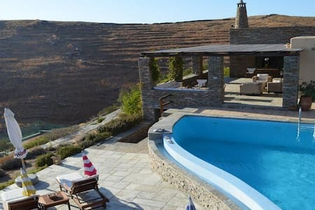 VILLA LOUKIA with pool and TENNIS court - Otzias