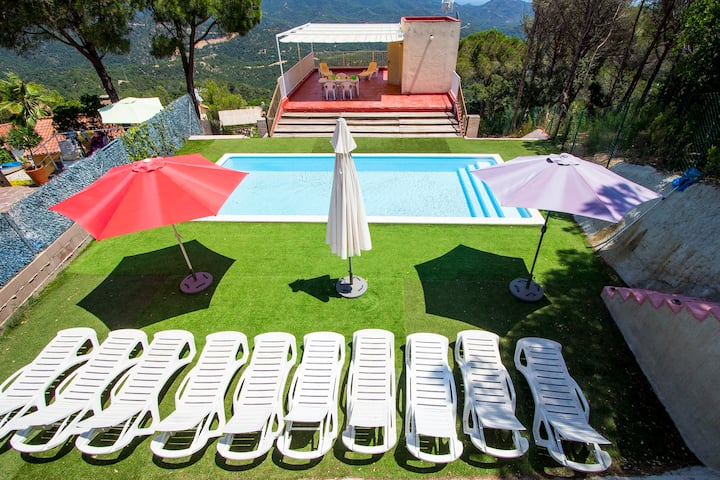 Catalunya Casas: Colorful Villa Mare up to 12 guests, just 3.5 km to the beach!