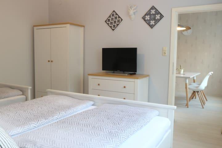 Schlafzimmer mit Flat TV