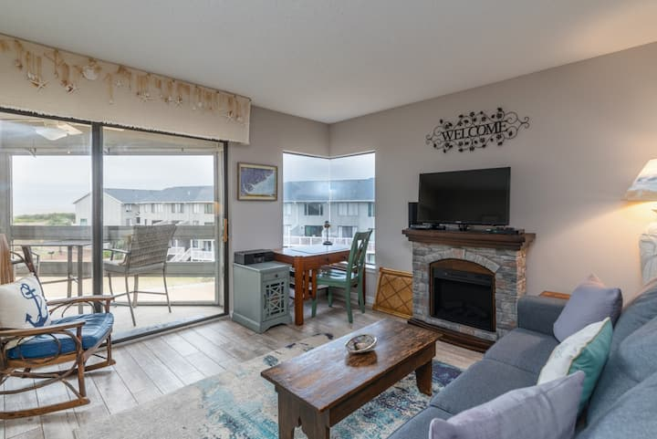 Stylish condo on Harbor Island with screened-in deck and stunning water views