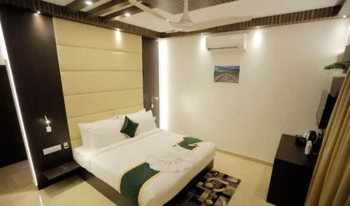 Premium room with complete range of modern amenities at Munnar Kerala