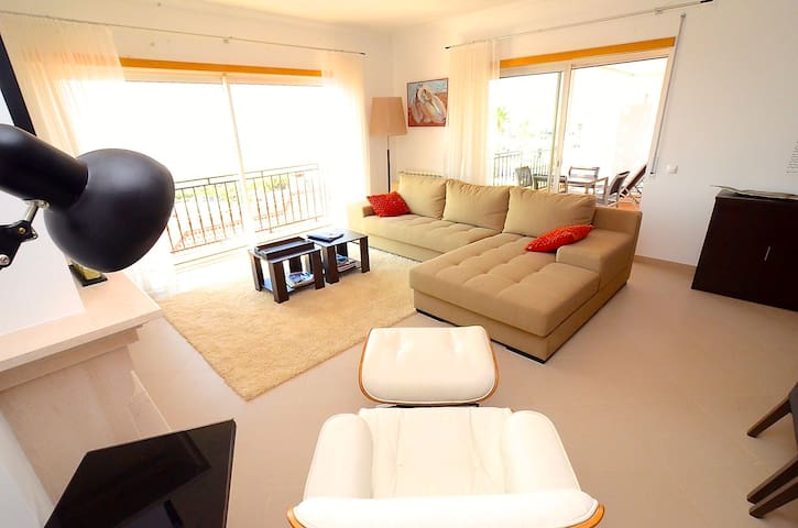 Beach & Ocean view apartment, WiFi & heated pool