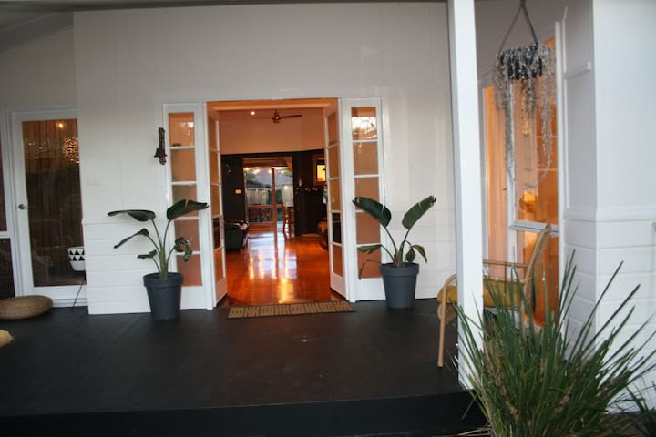 4bd Holiday home Wifi,Netf 100m to Ettalong beach