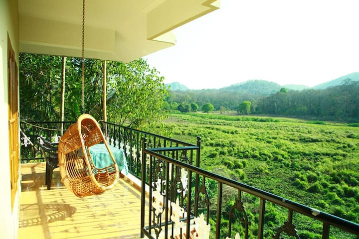 Jungle Palace Home Stay - Kumily - Bed & Breakfast
