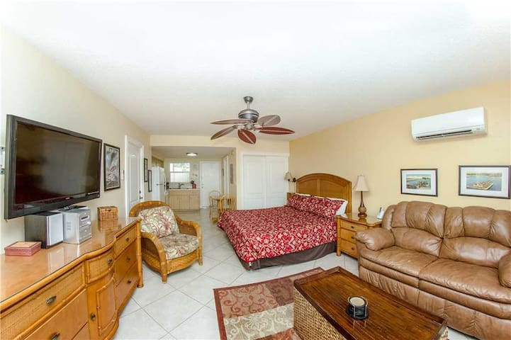 Direct Beach View Studio - Looks Out To Beach - Full Kitchen - Tropical Decor - Across the Street From Johns Pass Village - Free Wifi - #226 Surf Song Resort