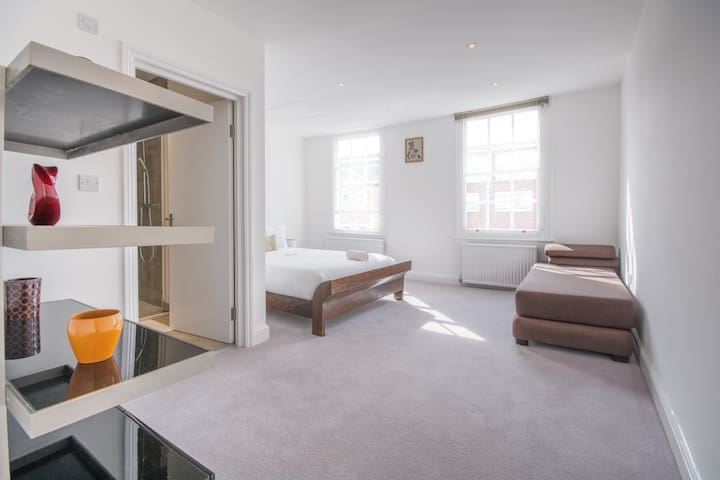 Kingsize Room with Private Bathroom in Victoria - London - House