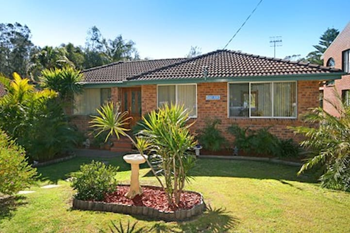 Leafy tranquil home 150m levelbeach - Macmasters Beach - House