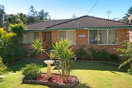 Leafy tranquil home 150m levelbeach - Macmasters Beach - Huis