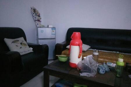 两室一厅一厨一卫有沙发空调可以洗澡【出租一室】 - Xi'an - House