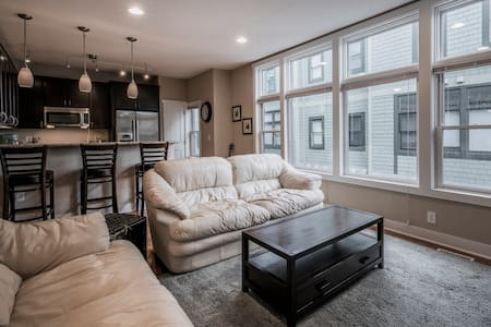 Contemporary 3-story Condo in Superb Location! - Columbus