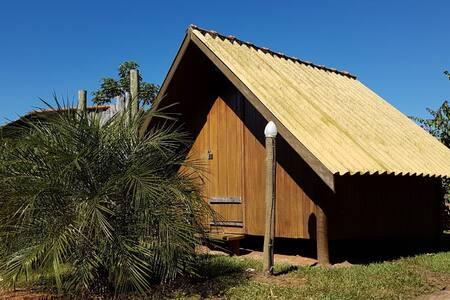 Charmosa Cabana de Madeira em Delfinópolis