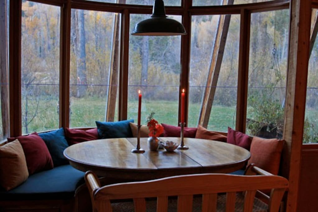 Breakfast table with views of Mountains and River