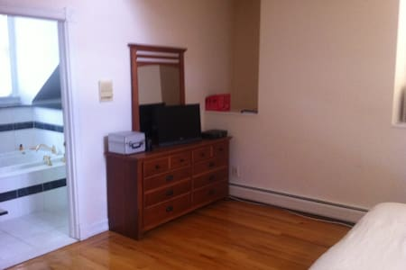 Private Large Suite close to NYC - Cresskill - Ház