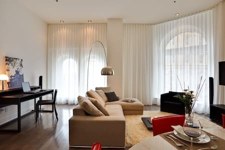 Beautiful 2 Bedrooms- Place d'Armes