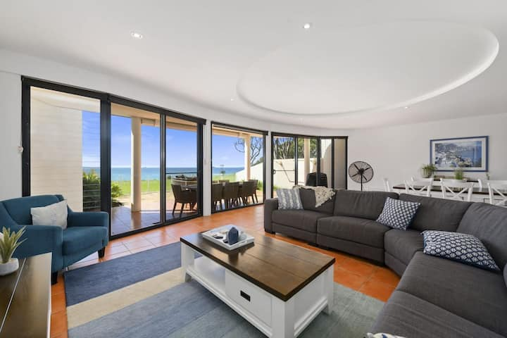 Villa Provence Coffs Harbour - Stunning Ocean Views - Family-friendly - Walk to Beach - Free wifi - BBQ
