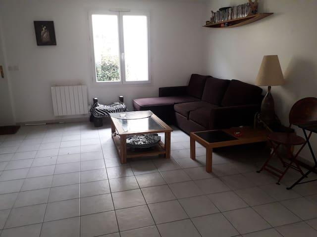 Chambre dans maison + jardin 10min stade de france