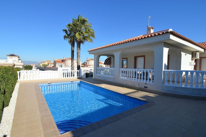 Captivating Villa in Rojales with Swimming pool