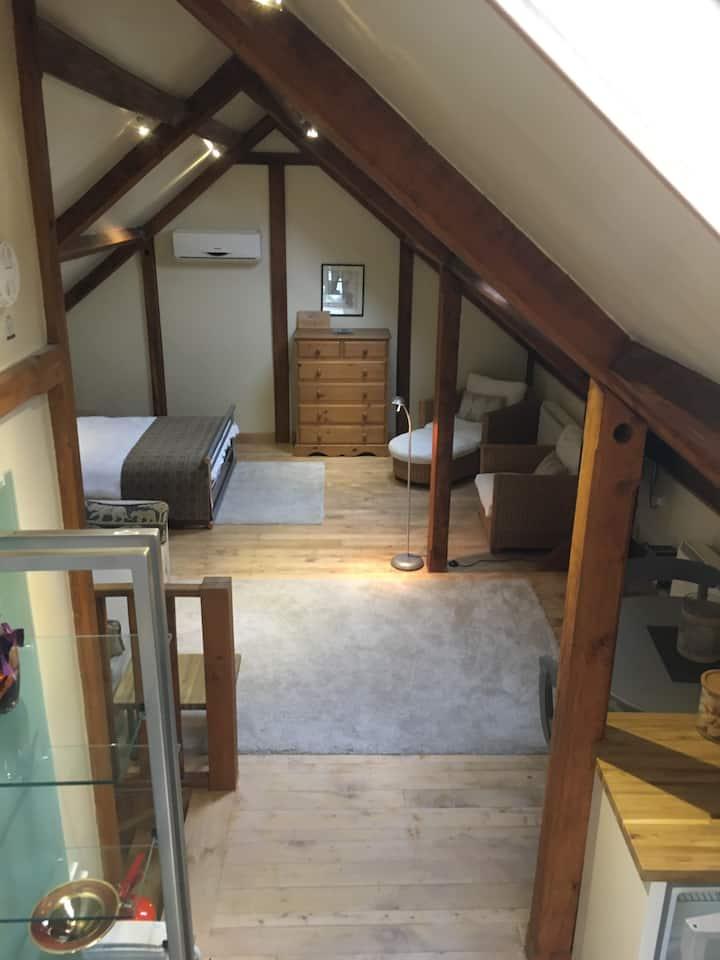 Modern oak barn studio in pretty Thameside village