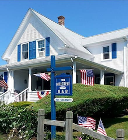 The Hillcrest B&B- Hyannis